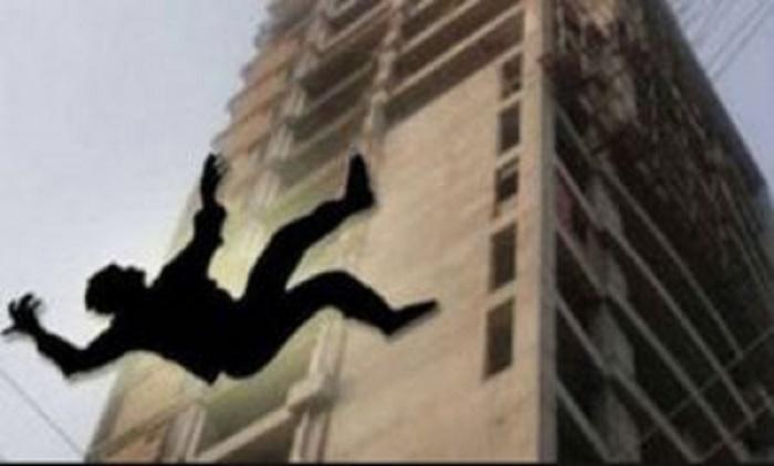 Man dies falling off building rooftop in city