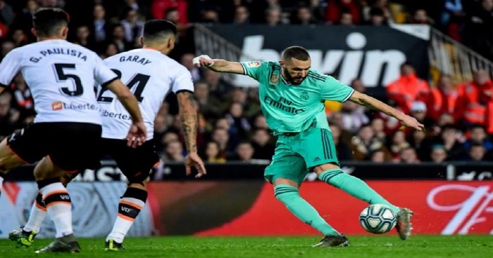 Benzema scores on last kick as Madrid draws 1-1 at Valencia