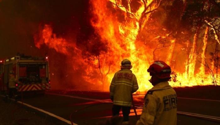 Australia fires: Crews brace for dangerous heatwave