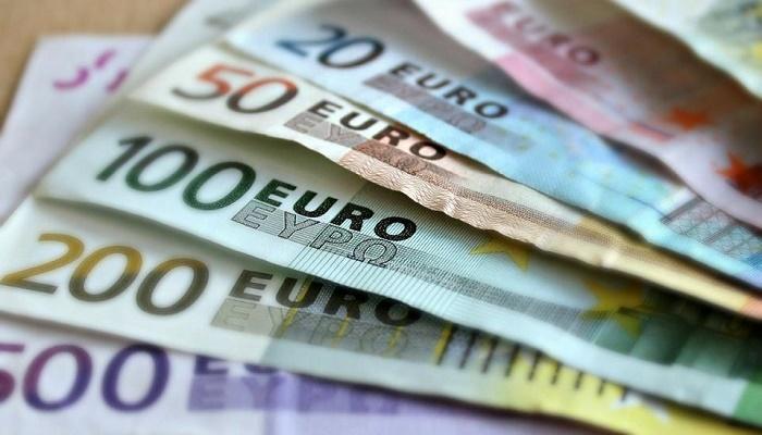 Man returns stranger's forgotten bag containing 16,000 euros