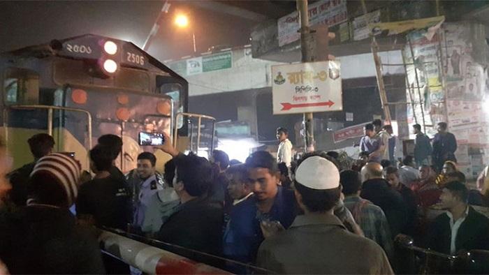 Rail engine derailment halts traffic in capital