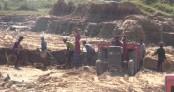 Illegal soil lifting threatens Gumti River embankment