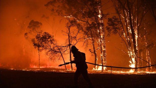 Australia fires: Rain falls but warnings of huge blazes ahead