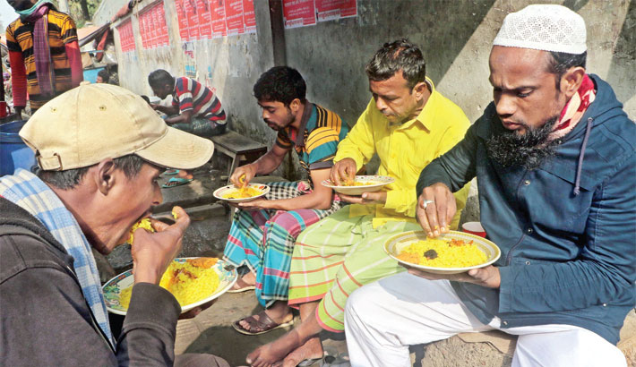 Street food shops a blessing for the poor