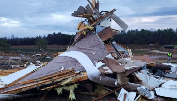 US storms: At least 8 killed as severe weather hits south