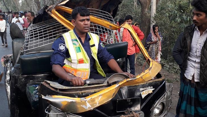 5 dead as bus crushes auto-rickshaw in Rajbari