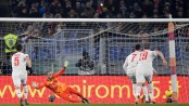 Ronaldo continues scoring streak to put Juve top of Serie