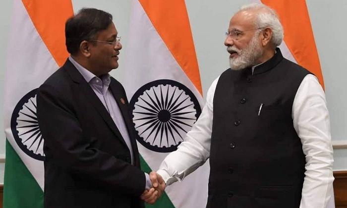 Information Minister calls on Modi