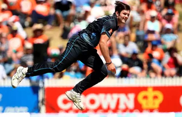 Hamish Bennett called up for India T20Is