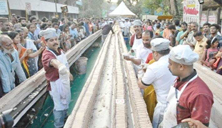 Indian bakers make world's 'longest' cake