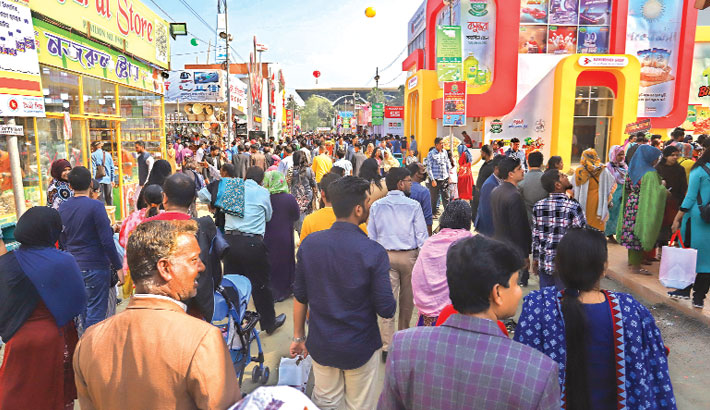 People crowd the Dhaka International Trade Fair