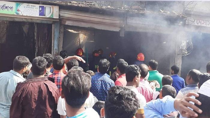 Oil factory, cotton warehouse gutted in Keraniganj fire