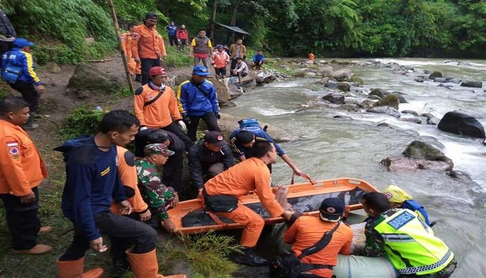 8 killed, dozens injured in Indonesia's bus crash