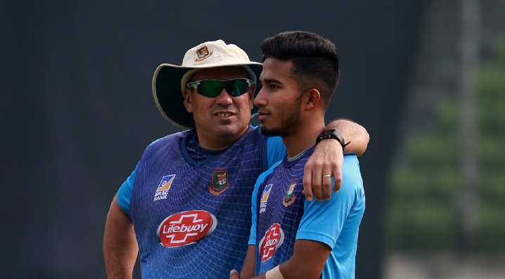 Domingo to sort out players for T20 WC from Pakistan series