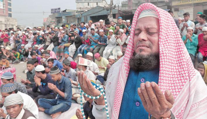 Divine blessings sought for Muslim Ummah