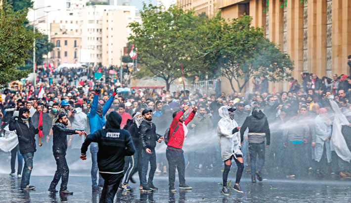 Hundreds hurt in Lebanon protests
