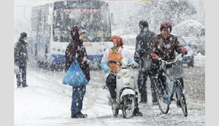 Snow shuts schools, delays flights in Tehran