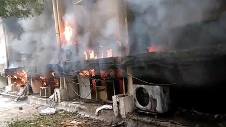 Heavy fire breaks out inside Delhi Transport Department (Video)