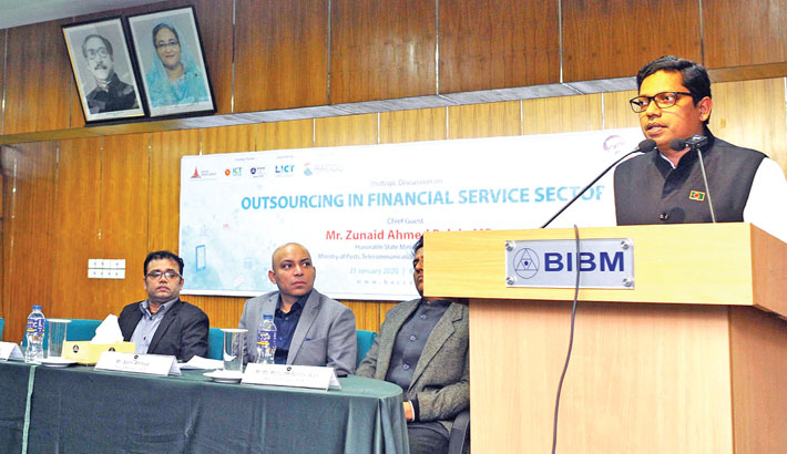 Improve bank services thru outsourcing: Experts