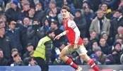 Ten-man Arsenal battle back to hold Chelsea