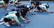 Red dust, rain hit weather-plagued Australian Open