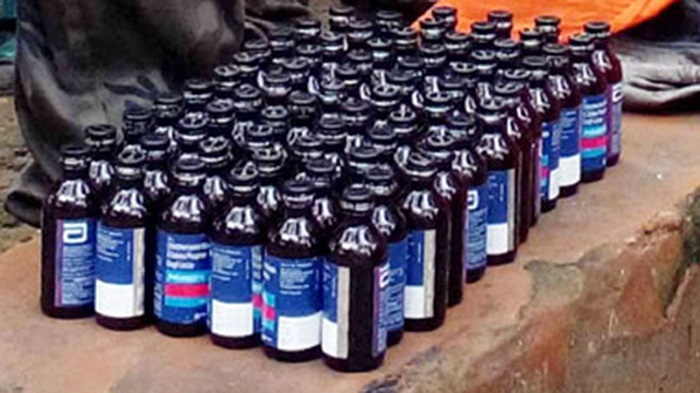Three drug paddlers arrested with 1672 bottles of Phensedyl in city