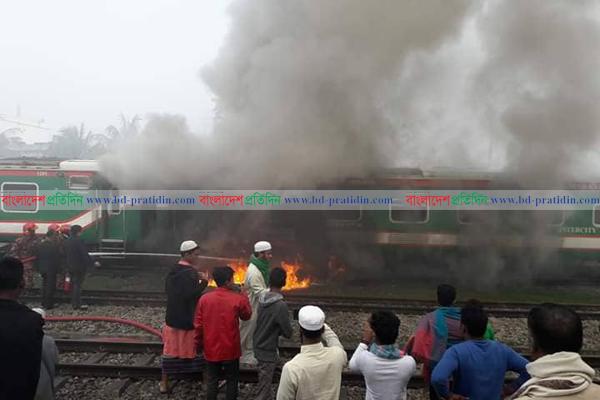 Man burnt as train catches fire in Brahmanbaria