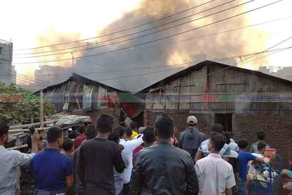 Fire burns down slum in Chattogram