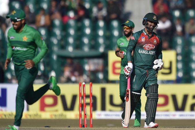 Pakistan restrict Bangladesh to 141-5 in Twenty20 opener