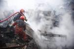 Chalantika slum catches fire in city