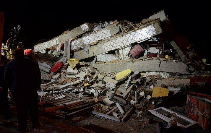 Powerful quake kills 21 people in eastern Turkey