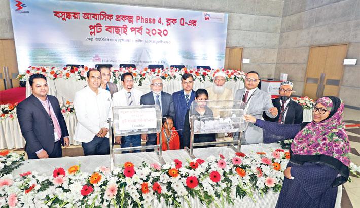 Bashundhara Housing allocates plots by lottery