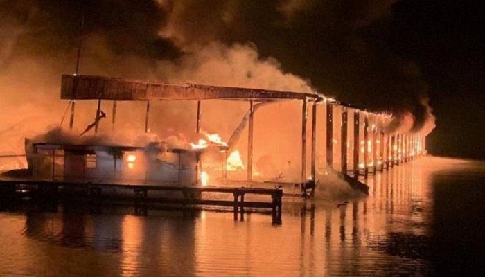 Alabama fire: Eight killed as blaze engulfs 35 boats in marina