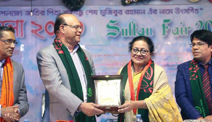 Farida Zaman gets Sultan Swarna Padak