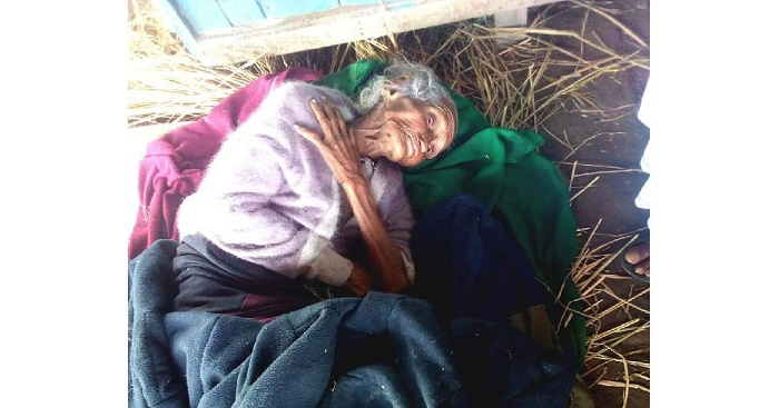 Old woman found at Chapainawabganj station reunites with family