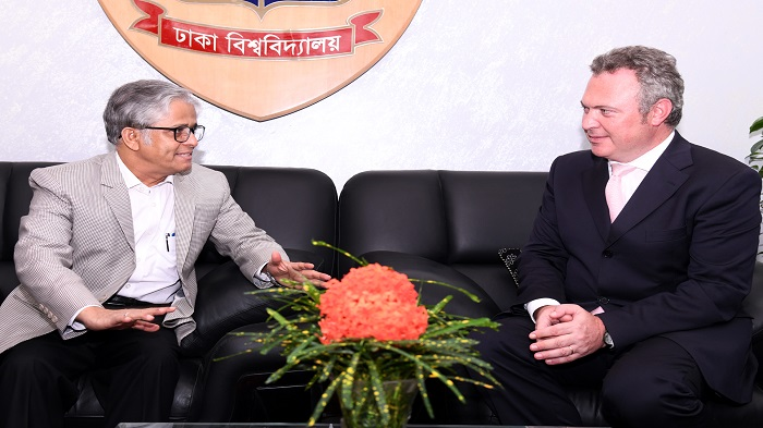 British High Commissioner calls on DU VC