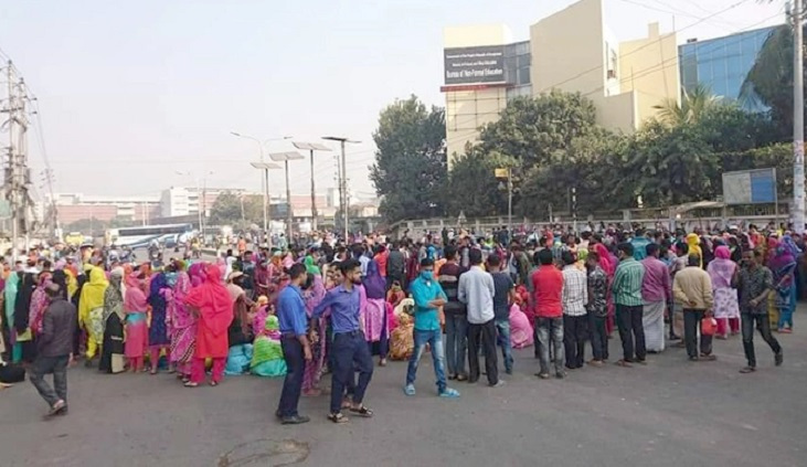 RMG workers block road in Tejgaon