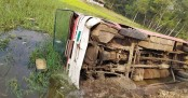 25 students hurt as CU bus falls into ditch in Chattogram