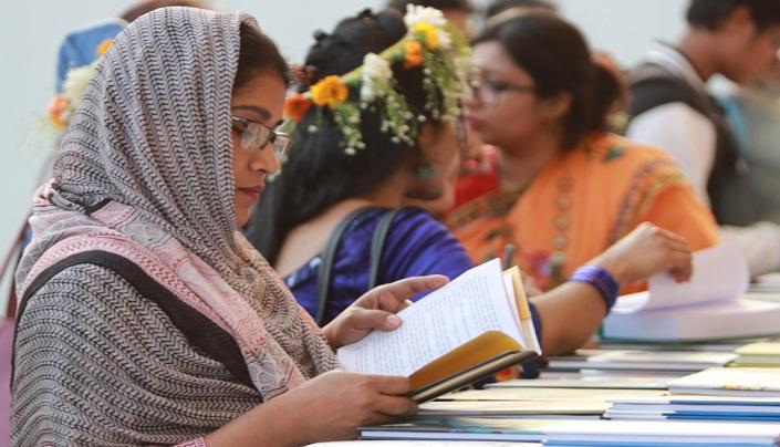 Pahela Falgun, Valentine's Day add colour to Ekushey Book Fair