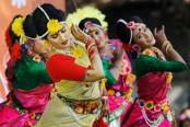 Valentine's Day, Pahela Falgun coincide; add new flavour