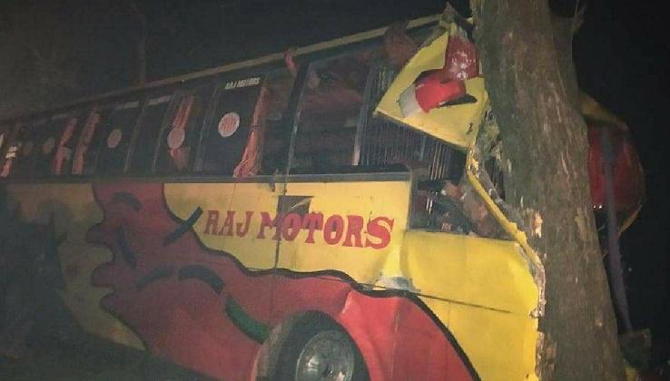 Islamic University students, teachers among 40 injured in road crash