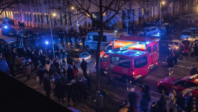 1 dead, 3 injured in shooting outside Berlin music venue