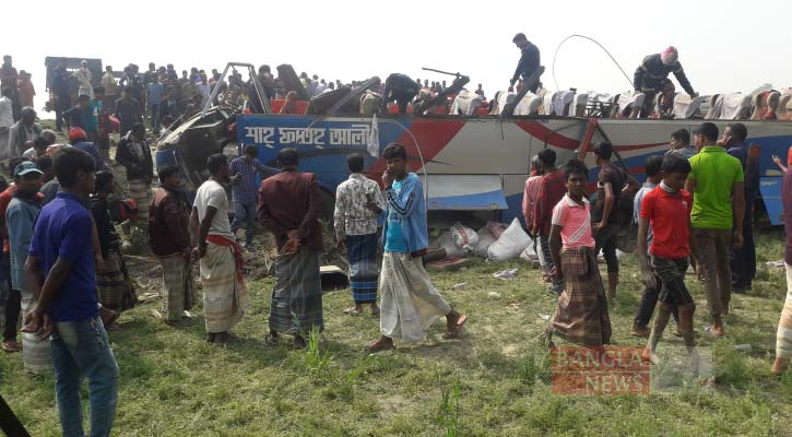 3 killed as bus falls into ditch in Sirajganj