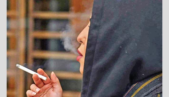 Saudi women smoke in public to 'complete' their freedom