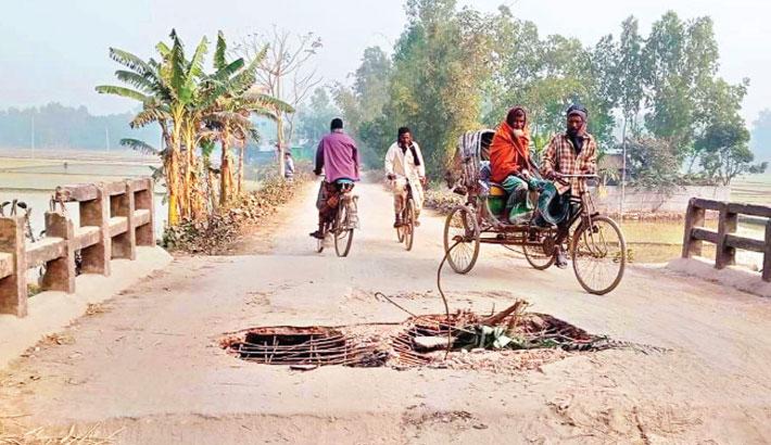 The concrete bridge has lied damaged for long in Raipur