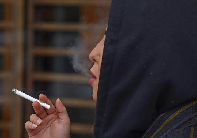 New era sees Saudi women smoke in public