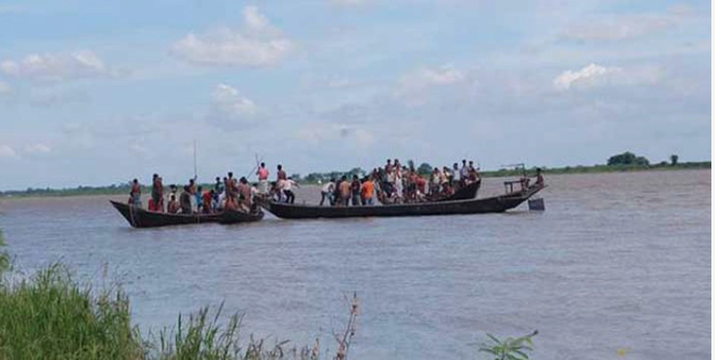 Four die as overcrowded boats sink in Bay of Bengal