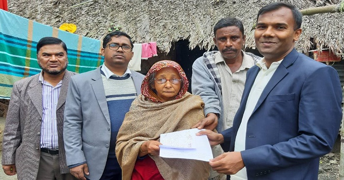 Home delivery of govt service in Bagerhat; a big surprise for people