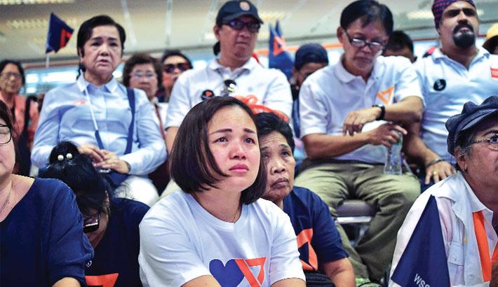 Thai court dissolves key pro-democracy party