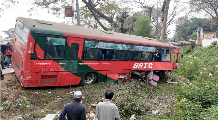 Bus-truck collision leaves 20 hurt in Sunamganj